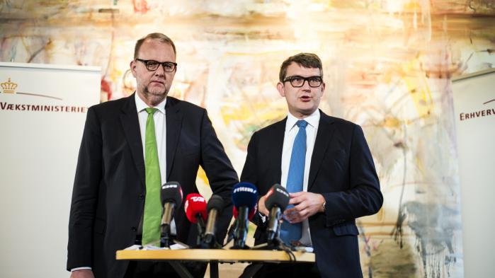 Erhvervs- og vækstminister Troels Lund Poulsen og energi-, forsynings- og klimaminister Lars Christian Lilleholt vil give en håndsrækning til virksomhederne og slække på den grønne omstilling.