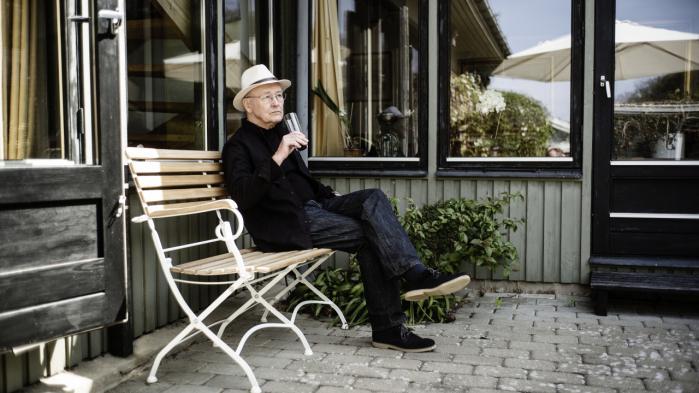 Kurt Jonas er født i Stettin, der lå i Tyskland, da han blev født i 1941. I dag ligger byen dog i Polen, så derfor må der ikke stå Tyskland i hans pas.