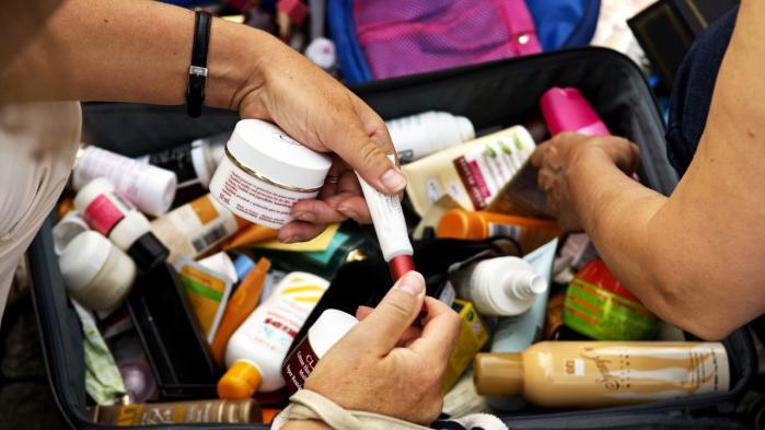 Mange vidt forskellige kemiske forbindelser kan på forskellig vis narre organismens hormonsystem og skabe alvorlige skader. En del makeup og visse cremer er under mistanke for at indeholde hormonforstyrrende stoffer.