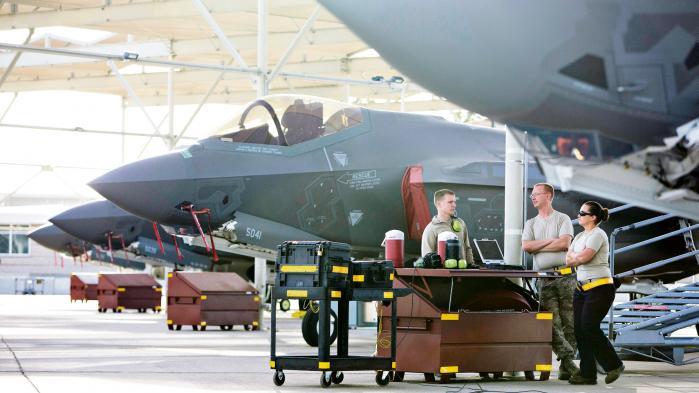 F-35, også kendt som Joint Strike Fighter, skal være Danmarks nye kampfly til en pris på over 50 mia. kr. ifølge regeringen. Men når man bruger så mange penge, må man også kunne svare bedre på, hvad formålet med det nye kampfly egentlig er, mener dagens kronikør