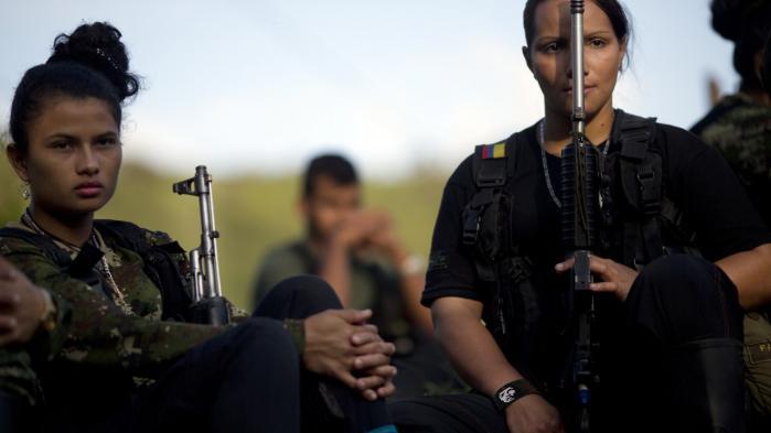Kvindelige krigere udgør omkring 40 procent af den colombianske FARC-bevægelse, heriblandt et ukendt antal udenlandske frivillige. Den fredsaftale, der forhandles på plads mellem regering og oprørere, betyder dog ikke nødvendigvis, at de nedlægger våbnene og tager hjem.