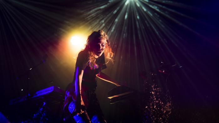 Grimes kom på Roskilde Festival 2016 med et par års forsinkelse, og i mellemtiden har hun rejst sig som en af tidens allervigtiste kvindelige popstjerner