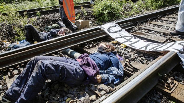 I maj lænkede aktivister sig til togskinner ved en af Vattenfalls kulminer i Tyskland for at protestere mod fossile brændsler.