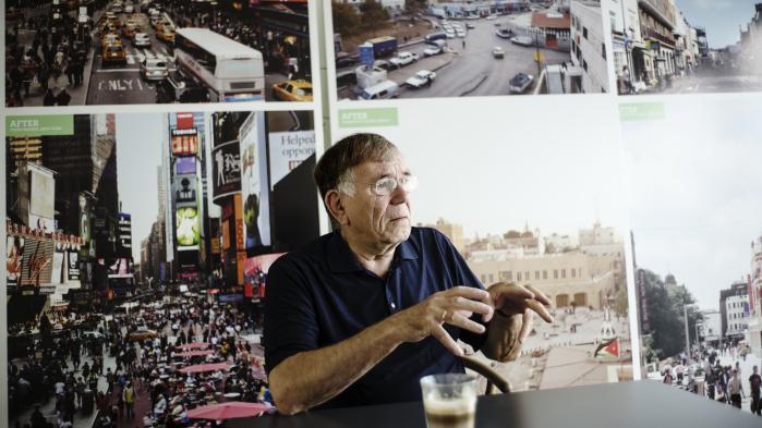 'Det er altså en meget bedre og sikrere investering at lave et godt kvarter, end at lave smarte huse med hurtige penge,' siger Jan Gehl.