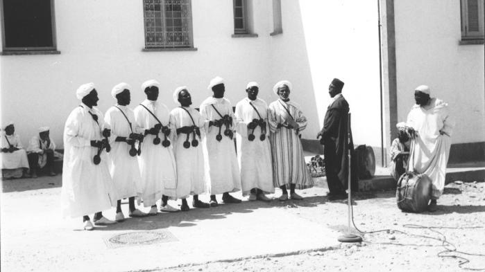 Fra juli 1959 brugte Paul Bowles sammen med sine to ledsagere 140 dage på vejene, hvor de lavede 250 indspilninger på 22 forskellige steder, fordelt over fire rejser til det sydvestlige, nordøstlige og centrale Marokko samt udvalgte byer som Marrakesh, Fez og Essaouira.