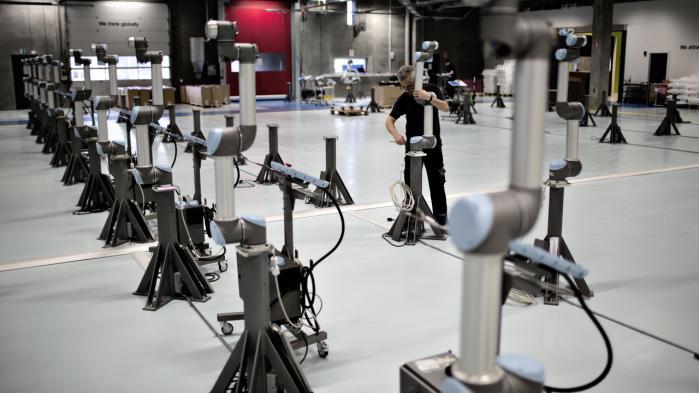 Virksomheden Universal Robots i Odense. Industriarbejdspladser i Danmark er blandt de mest automatiserede i OECD-landene. Vi ligger på en femteplads i OECD med 180 industrirobotter pr. 10.000 ansatte.