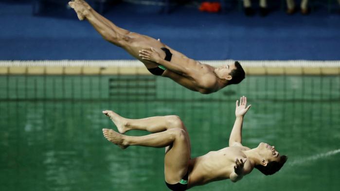 Man behøver ikke at være ekspert i synkronspring for at se, at det ikke gik godt for brasilianerne Ian Matos og Luiz Felipe Outerelo under onsdagens konkurrence i synkronspring fra tremetervippe ved OL i Rio