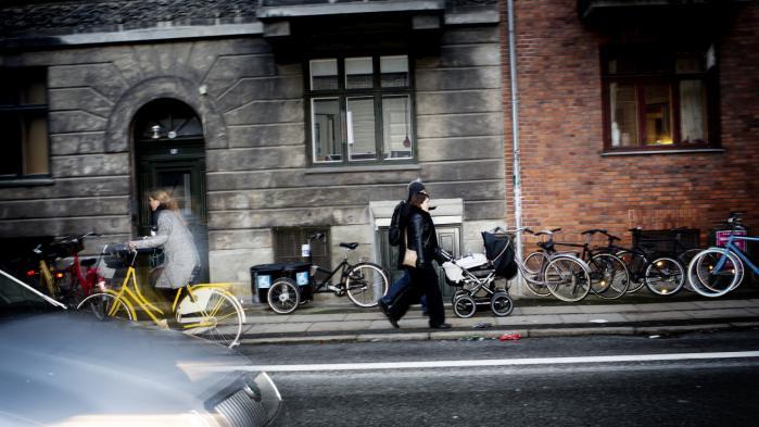 Socialforvaltningen vurderer, at ca. 6.000 borgere vil få reduceret deres ydelser, når det nye kontanthjælpsloft træder i kraft den 1. oktober. 'Loftet rammer hårdt i hele landet, men særligt i København forventer vi, at mange ikke længere kan betale deres husleje,' siger Palle Adamsen , formand for Danmarks Almene Boliger. Arkiv