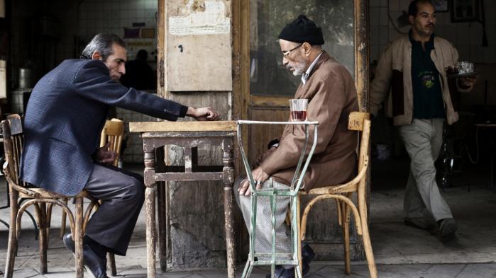 Den armod og arbejdsløshed, der for fem år siden sendte egypterne på gaden i Det Arabiske Forår, er i dag blevet meget værre. Derfor står landet, ligesom flere andre arabiske lande, over for en række indgribende spareøvelser. Billede fra Cairo centrum.