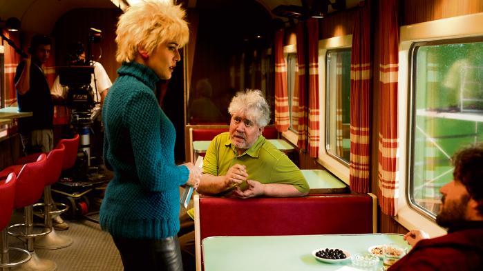 Siden midten af 1990'erne har Pedro Almodóvar fjernet sig fra forargelses- og perversitetssporet, som hans tidligere film ellers var kendt for. I den nyeste film, 'Julieta', har han også forbudt sig selv at bruge humor.