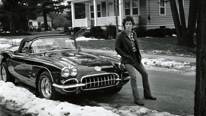 Bruce Springsteens selvbiografi, 'Born to Run', handler rigtig meget om mandlig identitet i skyggen af den machoopfattelse, der prægede den generation af mænd, som gennemlevede såvel 1930'ernes depression som Anden Verdenskrig. Springsteen er ikke blind for splinten i eget øje og kæmper en brav kamp for at blive det menneske, han gerne vil være.