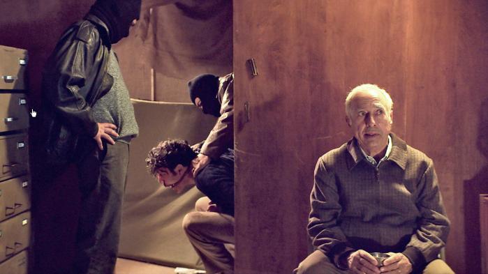 Guillermo Francella (th.)spiller efterretningsmanden og familiefaren Arquímedes Puccio, der sammen med sin familie kidnapper rige mennesker i 1980'ernes Buenos Aires i Pablo Traperos fascinerende og barske 'Klanen'. Foto: Camera Film