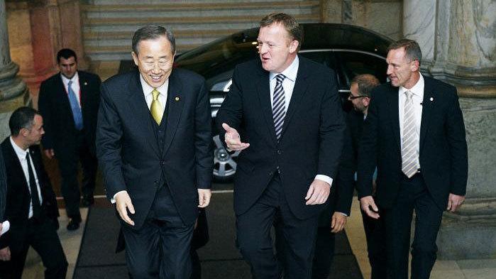 Forud for vedtagelsen af den såkaldte smykkelov advarede FN's generalsekretær i et brev til statsministeren imod forslaget. Men statsministeriet stemplede brevet som fortroligt. Nu beklager Lars Løkke Rasmussen, at brevet 'ved en fejl' blev hemmeligholdt for politikere og offentligheden