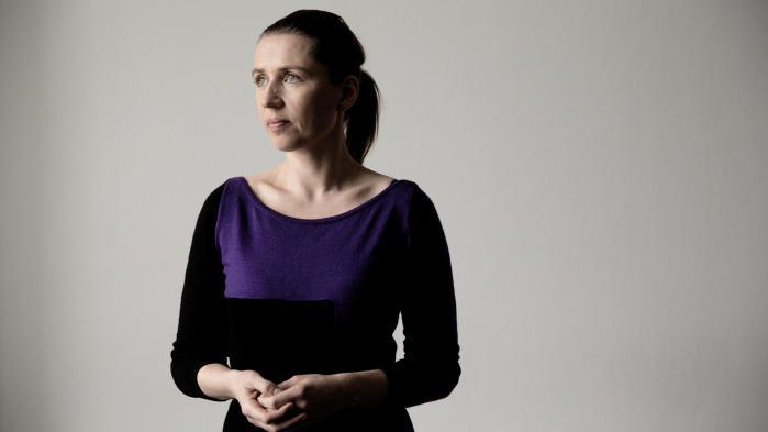Det er uforeneligt at være kunde hos prostituerede og passe et job som lærer eller politimand, mener Mette Frederiksen. Men om det nytter at forbyde prostitution er hun mindre sikker på.