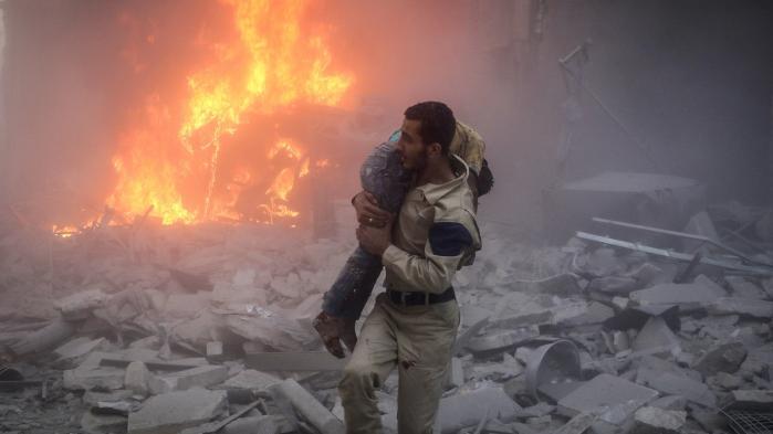 Jeg flygtede ud af Syrien for fire år siden. Men oprøret, kampen og vores knuste drømme sidder stadig i min krop. Krigens billeder kører i ring på Facebook, mens jeg glemmer gadernes navne i min hjemby og min bedstemors ansigt
