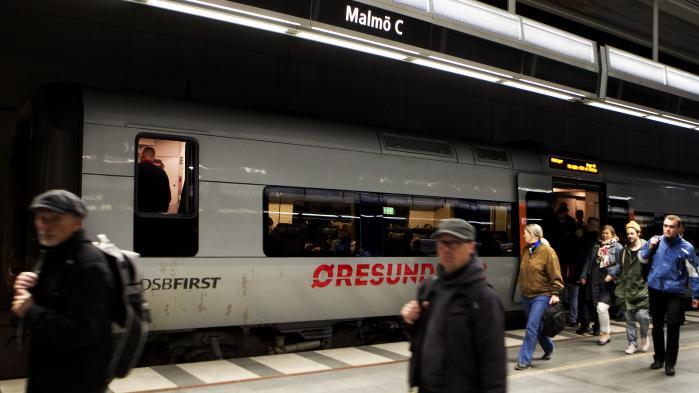 Siden der for et år siden blev indført grænsekontrol. er rejsetiden med Øresundstoget mellem Københavns Hovedbanegård og Malmø Centralstation steg fra ca. 35 minutter til 55 minutter eller sågar 75 minutter. Men nu er pendlere ved at miste tålmodigheden, ligesom danske virksomheder har fået sværere ved at rekruttere arbejdskraft fra Sverige.