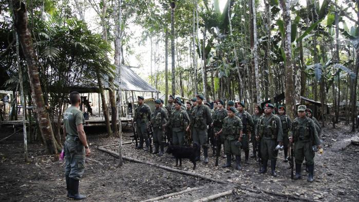 Garantier for de tidligere guerillakrigeres sikkerhed, når de afleverer deres våben, er et af punkterne i fredsaftalen mellem regeringen og FARC. Hvis guerillasoldaterne frygter for deres liv efter demobiliseringen, kan det blive en alvorlig trussel mod gennemførelsen af fredsaftalen.