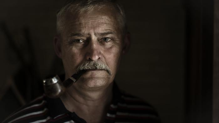 Især for den nu pensionerede næstkommanderende i brigaden, oberstløjtnant Lars R. Møller, står der meget på spil i den nuværende strid om Operation Bøllebank. Manden med overskæg, stor cigar og stok kom til at personificere det mod og lederskab, som hele verden sukkede efter under FN's fredsbevarende engagement i det tidligere Jugoslavien