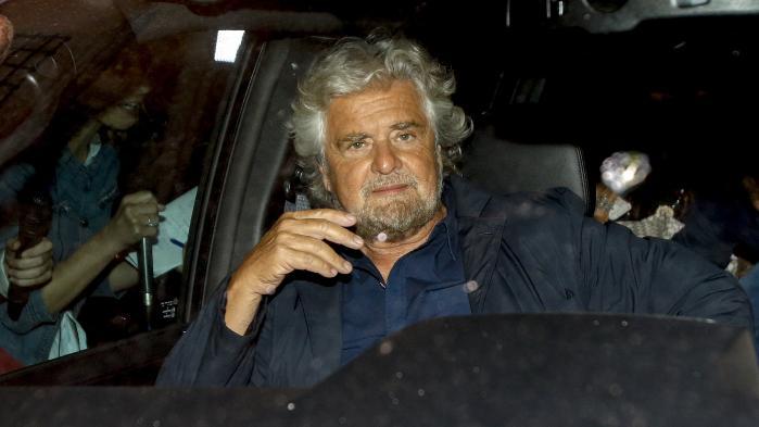 Det italienske protestparti MoVimento 5 Stelle forsøgte mandag at forlade den EU-modstandergruppe, der også omfatter Brexit-forkæmperen Nigel Farages UKIP, for i stedet at tilslutte sig ærkeeuropæerne i Alliancen af Liberale og Demokrater for Europa. På billedet partiets grundlægger og frontfigur, komikeren Beppe Grillo.