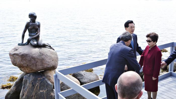 Den daværende kinesiske præsident Hu Jintao under statsbesøget i København i 2012. Hvem vidste, at Københavns Politi havde direkte ordrer om at skærme den daværende kinesiske præsident Hu Jintao for synet af demonstranter, flag og bannere under hans besøg?