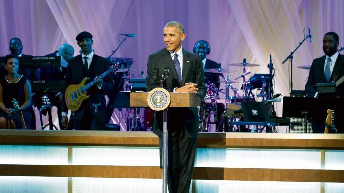 Det er ikke bare musik. Det er ikke bare en rapper eller to i Det Hvide Hus. Når præsidenten groover til Drakes »Hotline Bling« eller slowdanser til Al Green med Michelle – når der festes til hiphop, r'n'b og soul i magtens centrum, så får det sorte Amerika eksistentielt og politisk liv