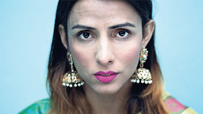 Sidste år blev 34 transpersoner dræbt i Pakistan, hvor transkønnede og homoseksuelle generelt lever livet på trods i en stærkt religiøs, patriarkalsk og sextabuiserende kultur. Med synligheden som våben kæmper Pakistans første transkønnede model Kami Sid for social accept af alle landets LGBT-personer