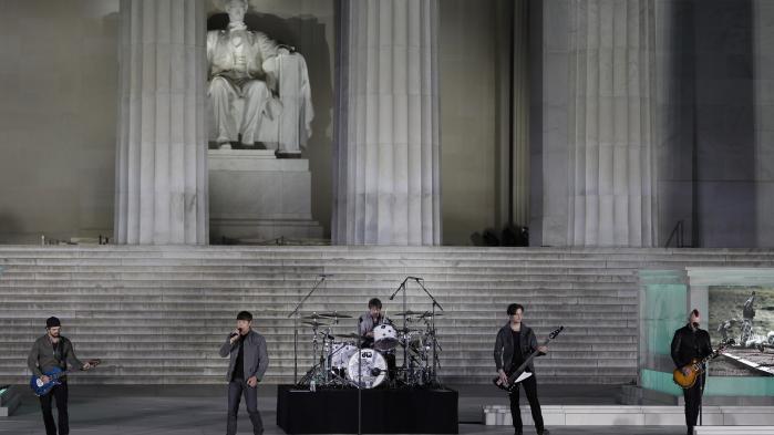 Poprockbandet 3 Doors Down optræder. Det burde de aldrig have gjort, ifølge Informations anmelder.