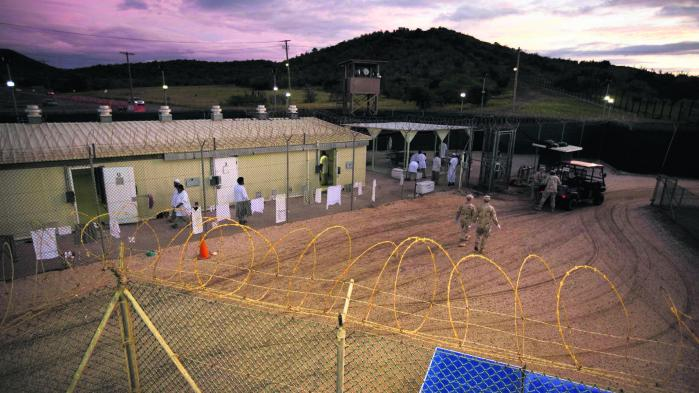 Der opstod i denne uge hurtigt stor modstand mod en lækket bekendtgørelse, som Donald Trump ventes at offentliggøre snart, og som vil genåbne mulighederne for at tilbageholde terrormistænkte på faciliteter kendt som 'sorte steder', og dermed formelt afvikle Obamas forsøg på at få lukket Guantánamo-fængslet.