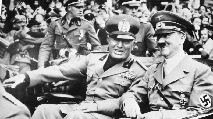 Med en kombination af forførelse og vold over for de få, der sagde fra, skabte Hitler og Mussolini effektive samfund på et nationalistisk grundlag. Man kan drage to lærer af den historie: 1) at det skete så pludseligt – over et par år – og 2) at venstrefløjen kom for sent til at afværge den, skriver historiker Claus Bryld.