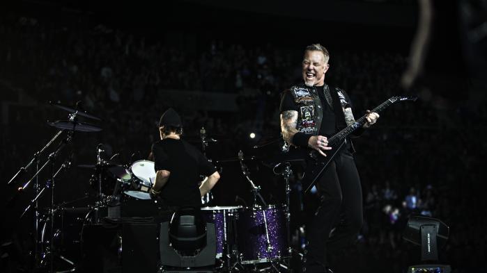James Hetfield havde ikke meget stemme, da Metallica spillede i Royal Arena. Men selvom det ikke var det bedste udgangspunkt for en premiere i københavns nye store spillested, viste Royal Arena sit potentiale.