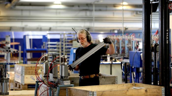 Med den nye overenskomst får de danske industriarbejdere både flere penge og uddannelsesløft.