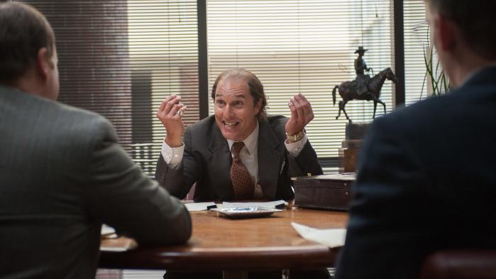 'Der er guld i bakken.' Kenny Wills (Matthew McConaughey) forsøger at overtale investorer til at smide penge i sin desperate jagt på en rig guldåre.