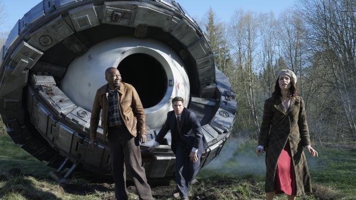 Rufus, Wyatt og Lucy er rejst tilbage i tiden på endnu en mission for at stoppe den mystiske Flynn i eventyrserien 'Timeless'. Foto: Viaplay