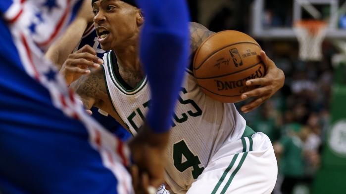 Isaiah Thomas fra Boston Celtics under angreb i opgøret mod Philadelphia 76ers i TD Banknorth Garden i Boston sidste weekend.