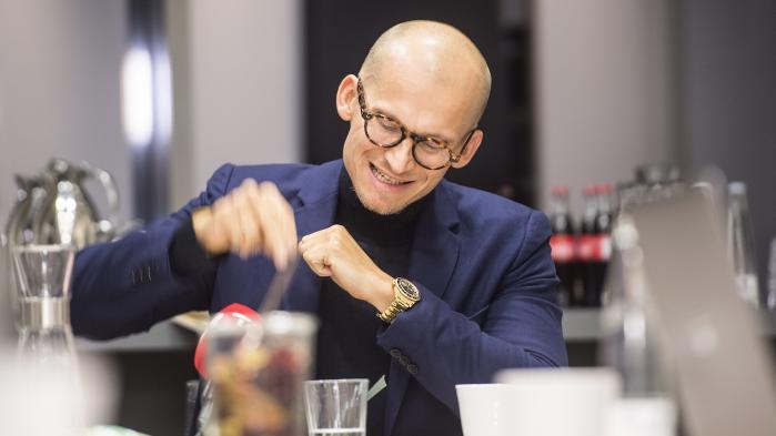 At førende erhvervsfolk tvivlede på ham, var det, Christian Stadil var mest sur over på det pressemøde, hvor han forklarede om fyringen af Søren Schriver.