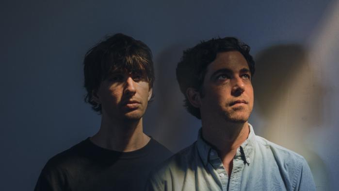 Den elektroniske Portland-duo Visible Cloaks forsøger på deres fremragende nye album Reassemblage at frembringe en ny verden, en ny slags verden.