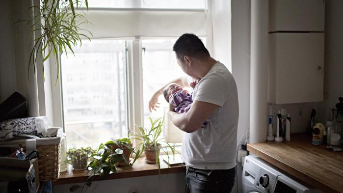 Jon er juridisk set ikke far til det barn, han er far for. Han er nemlig transkønnet – og er født med kvindelige reproduktive organer – og ifølge en godt gemt paragraf i Børneloven kan man kun opnå forældreskab i overensstemmelse med sine reproduktive organer.