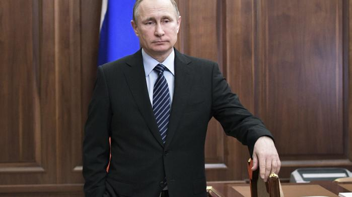 Vi er ikke bedre, hvis vi overfortolker enhver lille sprække i Putins regime som et falsk løfte om, at det snart bryder sammen. Det er der fortsat intet, der tyder på.