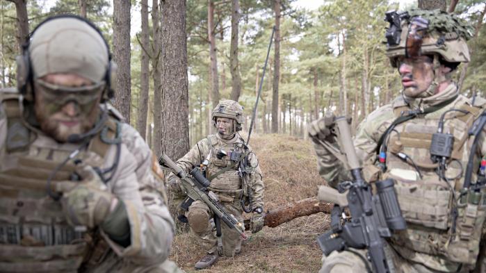 Fredagens amerikanske militæraktion i Syrien har ikke gjort udfordringerne for det fremtidige danske forsvar mindre, vurderer eksperter.