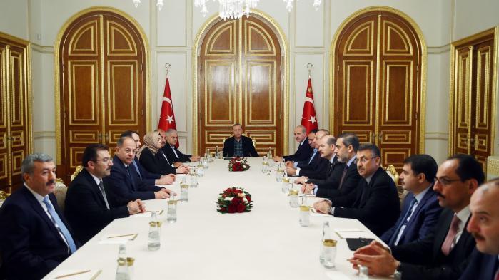 Erdogan har fået bygget et nyt præsidentielt palads oven på Atatürks gamle landbrug i Ankara. Det 'Hvide Palads' blev færdig i 2014 som et symbol på Erdoğans 'nye Tyrkiet'.