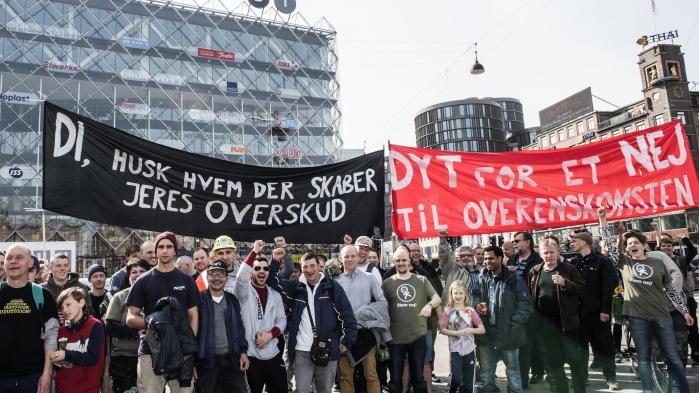 Demonstration mod overenskomsten foran Industriens Hus 31. marts.