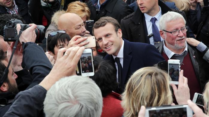 Nu står valget mellem det åbne samfunds håb, Émmanuel Macron, og det nye højres stærke leder, Marine Le Pen