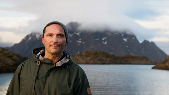 Morten A. Strøksnes' 'Havbogen'fortæller en moderne Moby Dick-historieom to venners jagt på en grønlandshaj. Menmeget er anderledes, især en ting: At mennesketi dag har det totale herredømme, og at bytteforholdet haj og menneske i mellem er grotesk i menneskets favør.