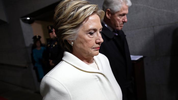 På lørdag er det 100 dage siden, Hillary Rodham Clinton kunne være blevet indsat som USA's første kvindelige præsident. Feminister inklusive Clinton selv fremhæver, at nederlaget til dels skyldes kvindehad. Men hvorfor 53 procent af de hvide amerikanske kvinder stemte på Trump, har Clinton stadig ikke noget svar på