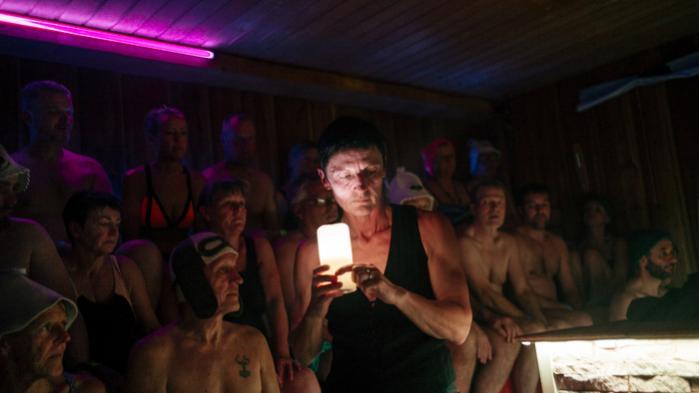 Diana Maursberger sætter den følsomme stemningtil hendes saunagus, der handlede om hendes liv.Hunog flere tilskuere græd undervejs.