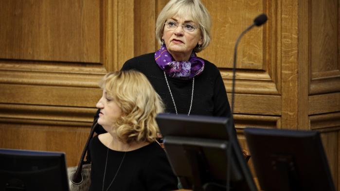 I Deadline søndag aften var Birthe Rønn Hornbech og Pia Kjærsgaardenige om, at man som kvinde selv må sige fra, hvis man oplever sexchikane. SomPia Kjærsgaard formulerede det, kan mænd 'jo godt være lidt dumme'.