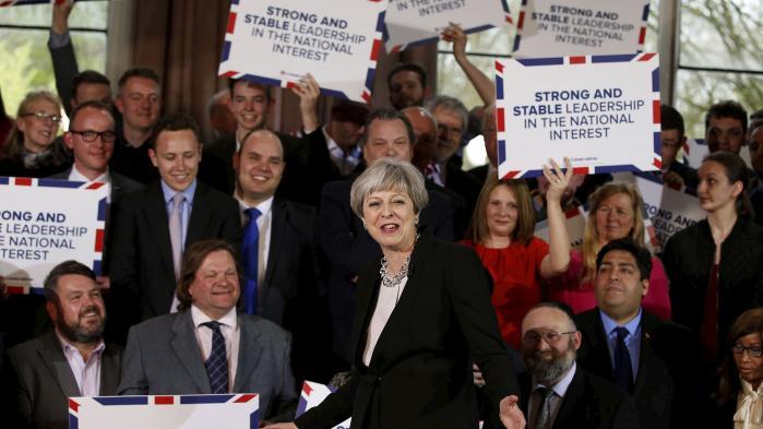 Ingen embedsmænd tør tilsyneladende fortælle premierminister May, at der ikke er nogen realisme i hendes forestillinger om en hurtigt og smertefri exit fra EU