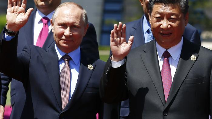 Kinesiske statsmedier jublede af begejstring, da præsident Xi Jinping bød velkommen til blandt andre Ruslands præsident Putin under en konference om handelsinitiativet, der bliver kaldt en ny silkevej
