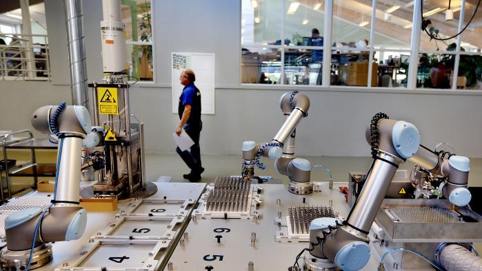 Ifølge Liveley vil en øget grad af automatisering gøre det mindre attraktivt for virksomheden at centralisere produktionen i lavtslønslande.
