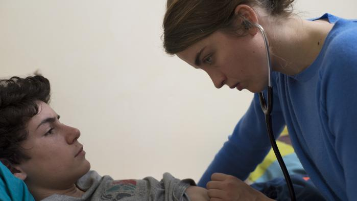 Dardenne-brødrenes hverdagsdetektivdrama 'Kvinde, ukendt' sender os ansvarssøgende på hjemmebesøg blandt patienter og borgere i Liège